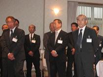 左から、吉濱代表理事(畜産生産者団体協議会)、松永社員(全日畜)、菱沼副会長((社)中央畜産会)