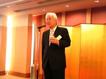 乾杯の音頭を取る中橋正敏関西支部長(日本飼料工業会)