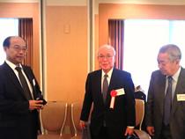 左から、蔵屋克周氏(日和産業)、辻雅弘理事長(徳島県基金協会)、大久保隆司理事長(和歌山県基金協会)