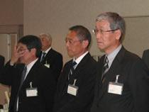左から、能登副会長、吉田副会長、山西副会長((協)日本飼料工業会)