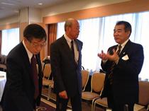 左から、三野耕治専務(日本飼料工業会)、栗原康高副会長(全国鶏卵販売農協連)、石田史郎畜産課長(兵庫県)