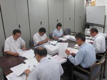 2.申請者から提出の書類は事務局で慎重に書類審査を実施