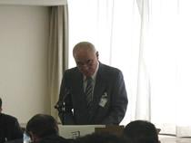 議案説明の内田賢一事務局長