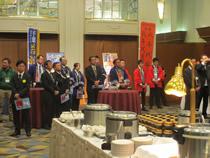 千葉県の肉牛生産者の面々/生産者は約10団体 「のぼり旗」とはっぴ姿」でアピール