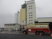 検収のスナップより/導入先は配合飼料製造会社の飼料工場