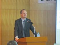 メイン講演は欧州飼料工業会事務局長アレクサンダー・ドーリング氏