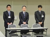 応対した東電関係者、中央 石崎芳行副社長、左側 紫藤地域相談部長