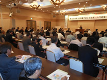 関西・九州の他域外からも参加約80名。メイン講演は秋川農園会長の秋川実氏「農業ビジネスとイノベーション」